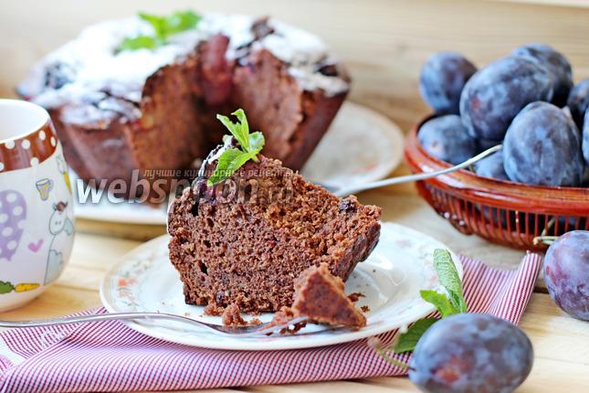 Фото Шоколадный кекс со сливой
