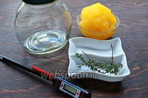Нам потребуются: мёд, тимьян (можно больше), градусник и баночка из жаропрочного стекла.