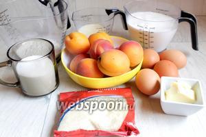 Итак, возьмём такие продукты: манку, абрикосы, молоко, сахар, миндальную крошку, масло, яйца.