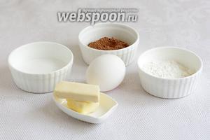 Сначала нужно подготовить рисовальную пасту. Возьмём белок 1 яйца (желток не понадобится), сахарную пудру, какао, сливочное масло, муку. Продукты комнатной температуры.
