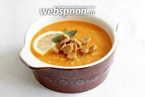 Подавать суп с лимоном, мятой и чесночными сухариками. Приятного аппетита!