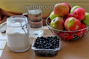 Для приготовления джема нам понадобятся: яблоки, чёрноплодка, сахар и вода.