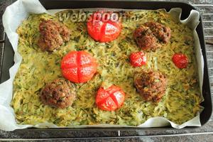 Рёшти из цукини с мясными шариками сервируем горячим. Приятного аппетита!