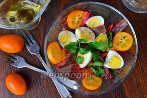Салат с кумкватами и бастурмой