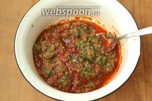 Добавить в миску овощную массу, поставить на огонь и хорошо прогреть, помешивая в течение 5 минут.