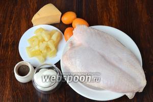Для приготовления медальонов из курицы вам понадобится майонез, перец чёрный молотый, соль, ананас консервированный, кумкваты, сыр и куриная грудка.