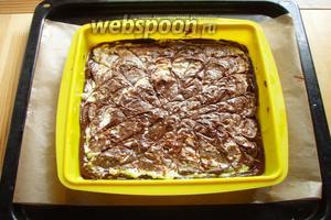 Наш пирог отправляем в заранее разогретую до 180°С духовку на 20-25 минут.