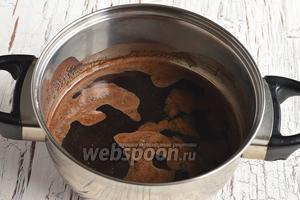В 150 мл воды заварить крепкий кофе.