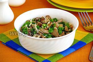 Салат из сыроежек с сыром и зелёным луком