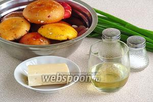 Для приготовления салата нужно взять свежие сыроежки, твёрдый сыр, зелёный лук, подсолнечное рафинированное масло, чёрный молотый перец и соль.