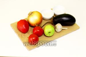 Для приготовления соуса нам понадобятся следующие ингредиенты: помидоры, лук, перец сладкий, баклажаны, чеснок, перец острый, яблоки, лавровый лист, соль, сахар, уксус, масло подсолнечное.
