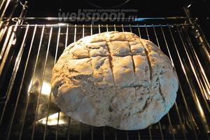 За 5 минут до готовности, переложить хлеб с противня на решётку.