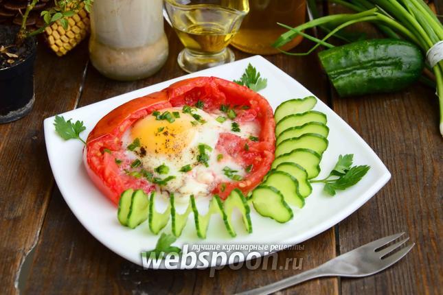 Фото Яичница в помидоре с зелёным луком в духовке