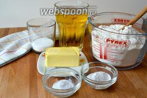 Для приготовления этого хлеба нам понадобится вот такой простой набор продуктов: мука, соль, сахар, разрыхлитель, сливочное масло и пиво.