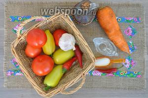 Приготовим для аджики уксус 9%, масло подсолнечное, соль, сахар, перец чили, чеснок, помидоры, перец сладкий, морковь. Я готовила сразу двойную порцию.