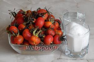 Для приготовления сиропа из шиповника нам потребуются зрелые плоды шиповника, вода и сахар.
