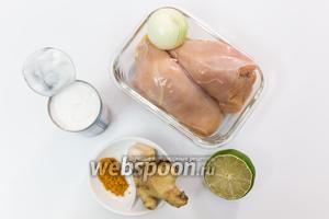 Для приготовления нам понадобятся: куриное филе, лайм, имбирь, куркума, кокосовое молоко, лук, подсолнечное масло, чеснок.