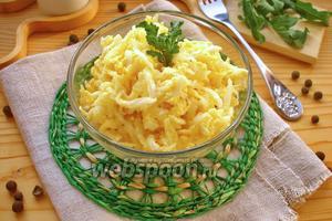 Салат с дайконом, яйцом и сыром