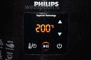 Выбрать температуру 200°С и время 9 минут.