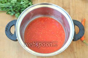 У помидоров вырезать плодоножки и перекрутить в комбайне.