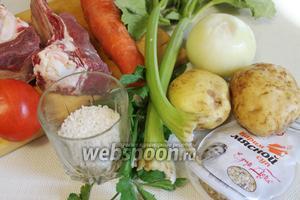 Для приготовления супа взять говядину, картофель, морковь, лук, рис, сельдерей, пряности.