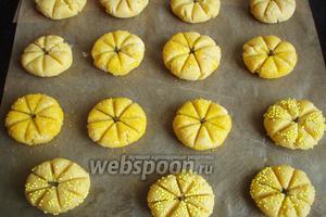 Наше печенье отправляем в заранее разогретую духовку до 190-200°С на 15-20 минут.