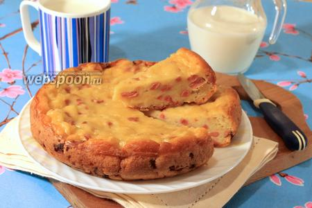 Фото рецепта Заливной пирог с сыром и сосисками в мультиварке