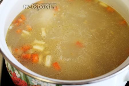 Заправить суп.