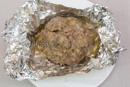 Блюдо готово.  Вынимаем из фольги перед самой подачей на стол, иначе очень быстро остывают. Подаём с овощами.