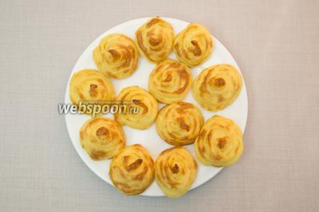 Закусочные «Розочки» из картошки готовы. Подаём тёплыми. Приятного аппетита!