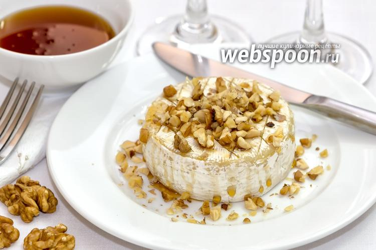 Фото Запечённый сыр Бри с грецкими орехами и мёдом