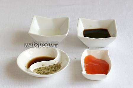 Для маринада возьмём лимонный сок, соевый соус, Вустерский соус, специи для рыбы, соус чили остро-сладкий.