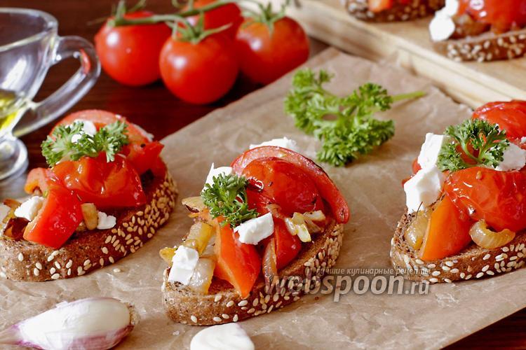 Фото Брускетта с перцем, помидорами и соусом песто