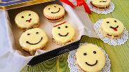 Фото рецепта Песочное печенье «Смайлики»