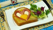 Фото рецепта Яичница в виде сердца в хлебе