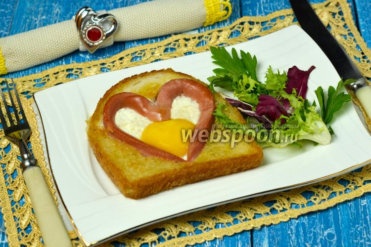 Фото Яичница в виде сердца в хлебе