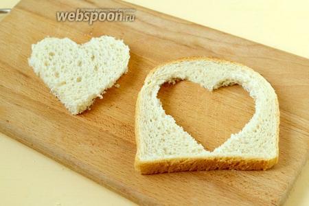 Омлет-сердце в сэндвичном хлебе на сковороде - рецепт пошаговый с фото