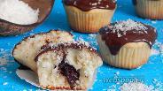 Фото рецепта Кокосовые маффины с шоколадной начинкой