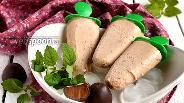 Фото рецепта Бананово-кокосовое мороженое с кусочками шоколадных конфет