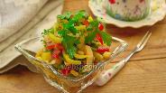 Фото рецепта Салат с кальмаром и томатной заправкой