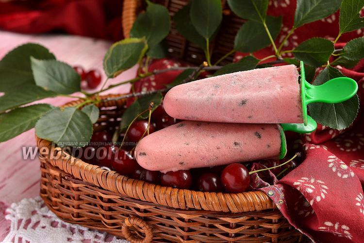 Фото Вишнёвое мороженое с кусочками шоколада