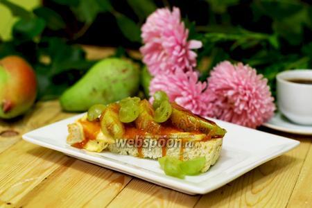 Тосты с карамелизированной грушей и карамелью