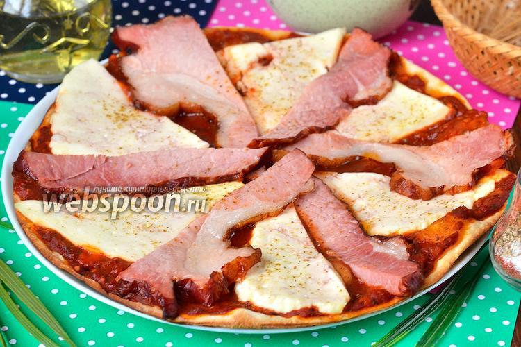 Фото Пицца с адыгейским сыром и копчёным мясом