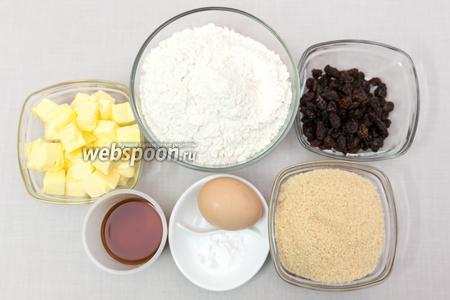 Для приготовления нам понадобятся: соль, сахар (у меня коричневый), мука, яйца, коньяк, размягчённое сливочное масло, изюм.