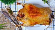 Фото рецепта Утка запечённая с изюмом и чесноком