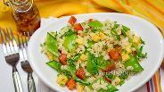 Фото рецепта Салат с макаронами, сыром и сахарным горошком