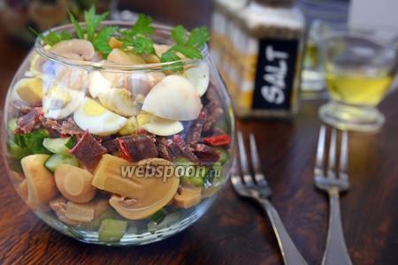 Слоёный салат с бастурмой, грибами и перепелиными яйцами
