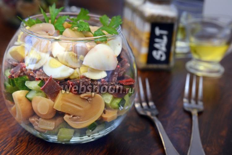 Фото Слоёный салат с бастурмой, грибами и перепелиными яйцами