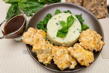Рубленые куриные котлеты с кабачком и сыром