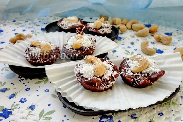 Фото Шоколадные конфеты с мятой и кешью